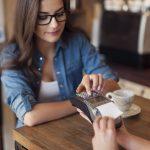 Saiba quais são os 4 erros mais cometidos nas operações de pagamento com cartões e aprenda como evitá-los