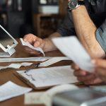 Prevenção de fraude no cartão: como fazer uma revisão manual